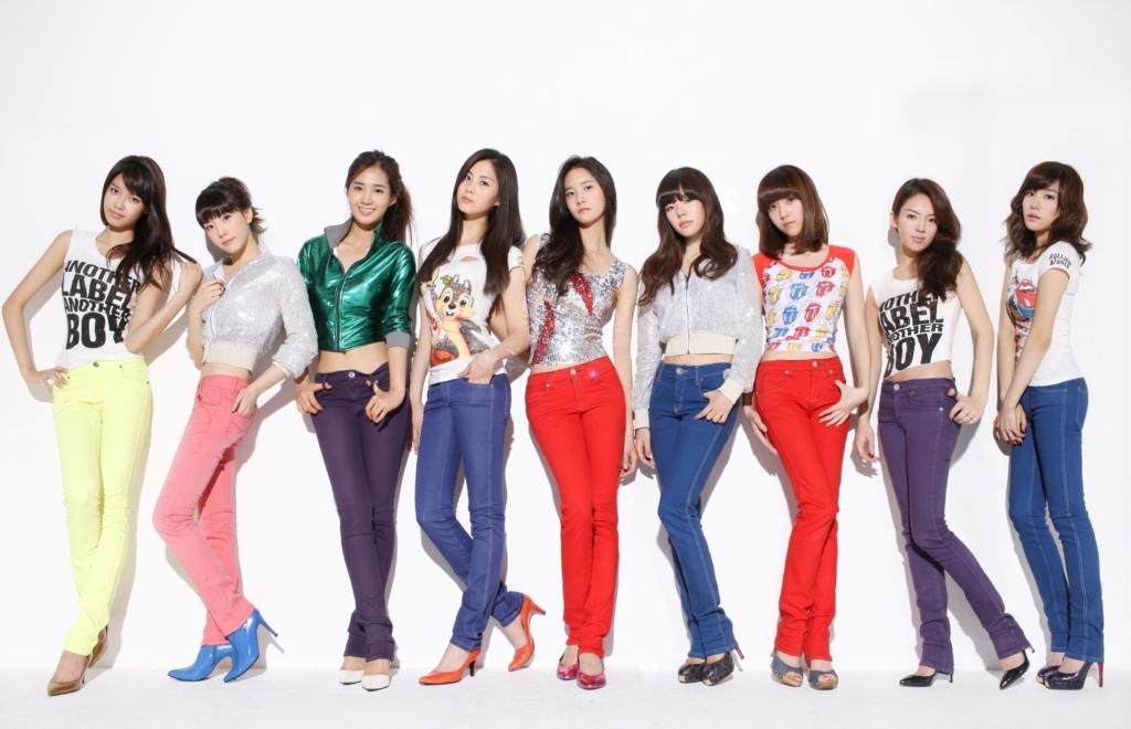 少女時代 - Gee (2009)  不只音樂跟舞蹈,鮮豔的MV畫面跟漂亮的女孩~本來只是想認識一下她們,結果就被圈飯了XD