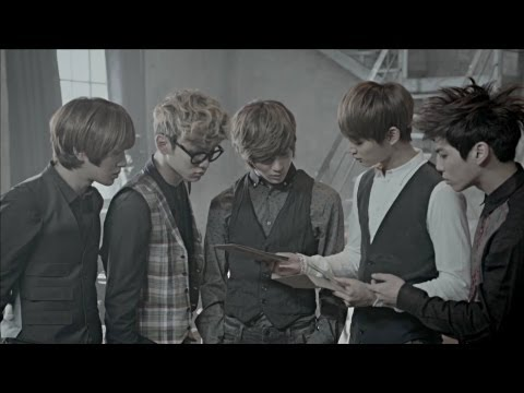 SHINee - Sherlock (2012)  就如取名一樣,特別搭配了懸疑的開頭,只是這5個偵探會跳舞XD