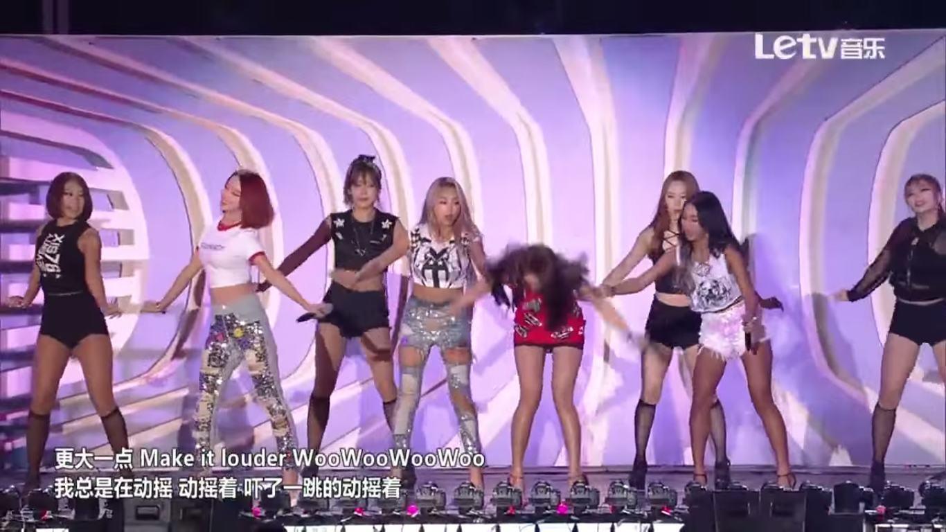 Sistar昨天在《Hallyu Dream Festival 2015》差點發生跌倒慘事~而且繼韶宥之後,孝琳也步步驚險啊~看看女孩們都是怎麼化解危機的?
