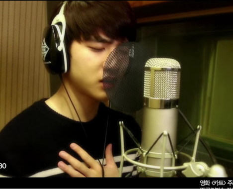 EXO 公認的主唱是 CHEN、 D.O. 和伯賢, D.O. 也曾說過自己的聲音是介於其他兩人之間,屬於中音的部分,大家也喜歡他的歌聲嗎?