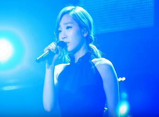 這首是韓劇《雅典娜:戰爭女神》 OST 「我愛你」。  比起 MV 更想私心推薦這場 Live 給大家,看完整個影片後,你感受到太妍賦予在歌聲裡的情感了嗎?就算聽不太懂歌詞也沒有關係,我想你應該也默默地流下眼淚了吧。