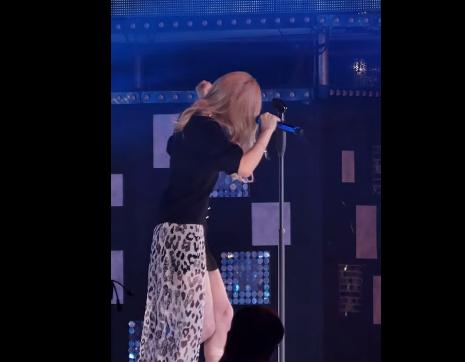 事發約在3:30處,太妍雖然好像有被嚇到,但還是鎮定的把歌唱完!