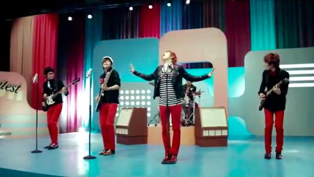 FTISLAND 的主唱李洪基曾在「希望」MV 中,穿過 STAYREAL 的 T-Shirt,大家也來找找看吧!