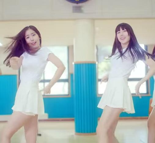 G-Friend(女朋友) - 玻璃珠 (2015/01) 歌曲朗朗上口,旋律易記,讓人突然回到了高中時代