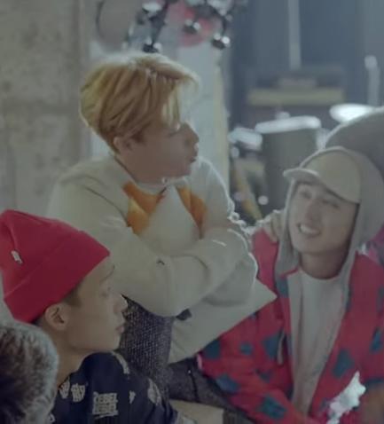 iKON - My Type (2015/09) 因為跟預期的不同,一開始嚇到的人應該很多,但是這首歌聽起來非常流暢,而且一開始由Bobby唱起歌來(Bobby是rapper),粗曠聲音對這首歌多了層次感