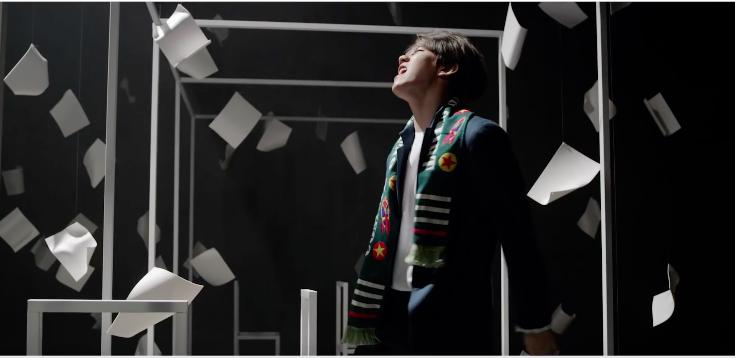 EXO 的改版專輯《LOVE ME RIGHT 》,總共賣出了「268,821 張」,輕快的曲風配上琅琅上口的歌詞,我每次聽都會跟著一起「阿嗚~啊哈!」大家也會嗎?XD