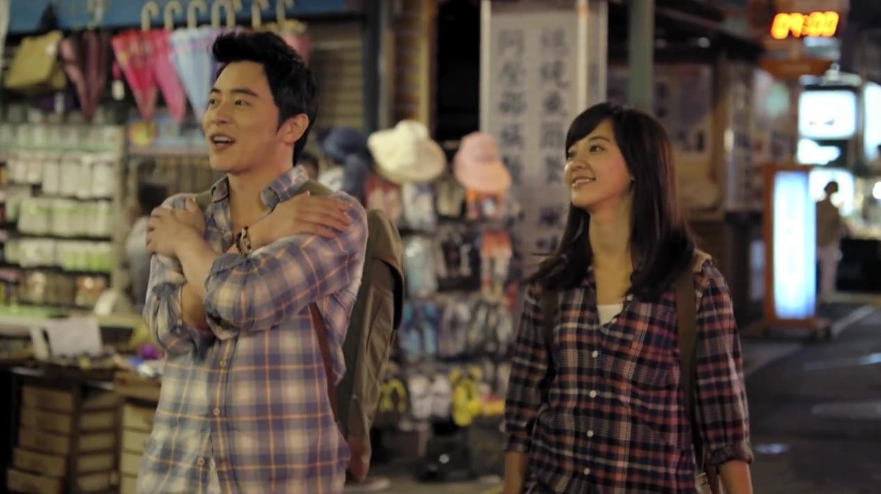 雖然這其實是為了宣傳台灣觀光所拍攝的微電影,但還是台韓合作的作品啦~先來看看MV吧!擔任臺灣觀光局代言人的兩人在影片中的甜蜜模樣讓人看了好心動啊♡