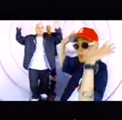 雖然杜德偉是翻唱韓國嘻哈團體DJ DOC《Run To You》,但是DJ DOC也是翻唱德國團體Boney M.《Daddy Cool》