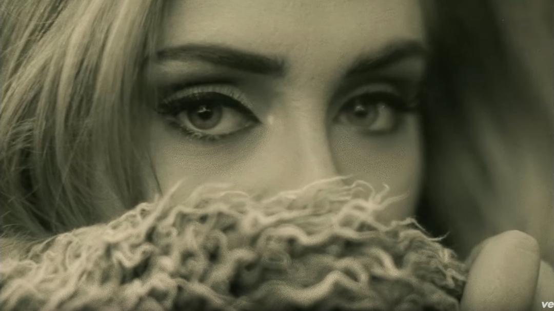 ★ No.8 :: Adele 'Hello' ★  因為高中生李睿珍翻唱這首歌大紅的關係,連帶的這首歌也出現在上周的排行榜上喔!