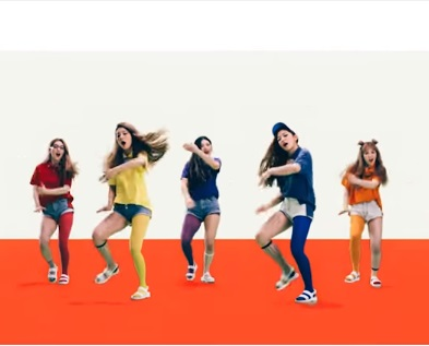 No. 1 Red Velvet - Dumb Dumb  結合手打拍子、薩克斯風、牛鈴聲,每個奇怪但又結合起來不奇怪的音效,加上重複「Dumb Dumb」的歌詞,可以說是目前Red Velvet推出的作品之中最經典的代表。MV的巧妙橫生,更讓這支MV讓人回味無窮想一看再看!