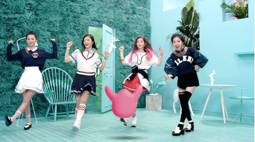 Red Velvet的出道曲 雖然是新人但比起其他前輩仍絲毫不遜色的舞台魅力! 超有質感的MV拍攝手法 以及超需要唱功的曲風 你猜到這首歌的傳說中「魔性 part」是哪裡了嗎?