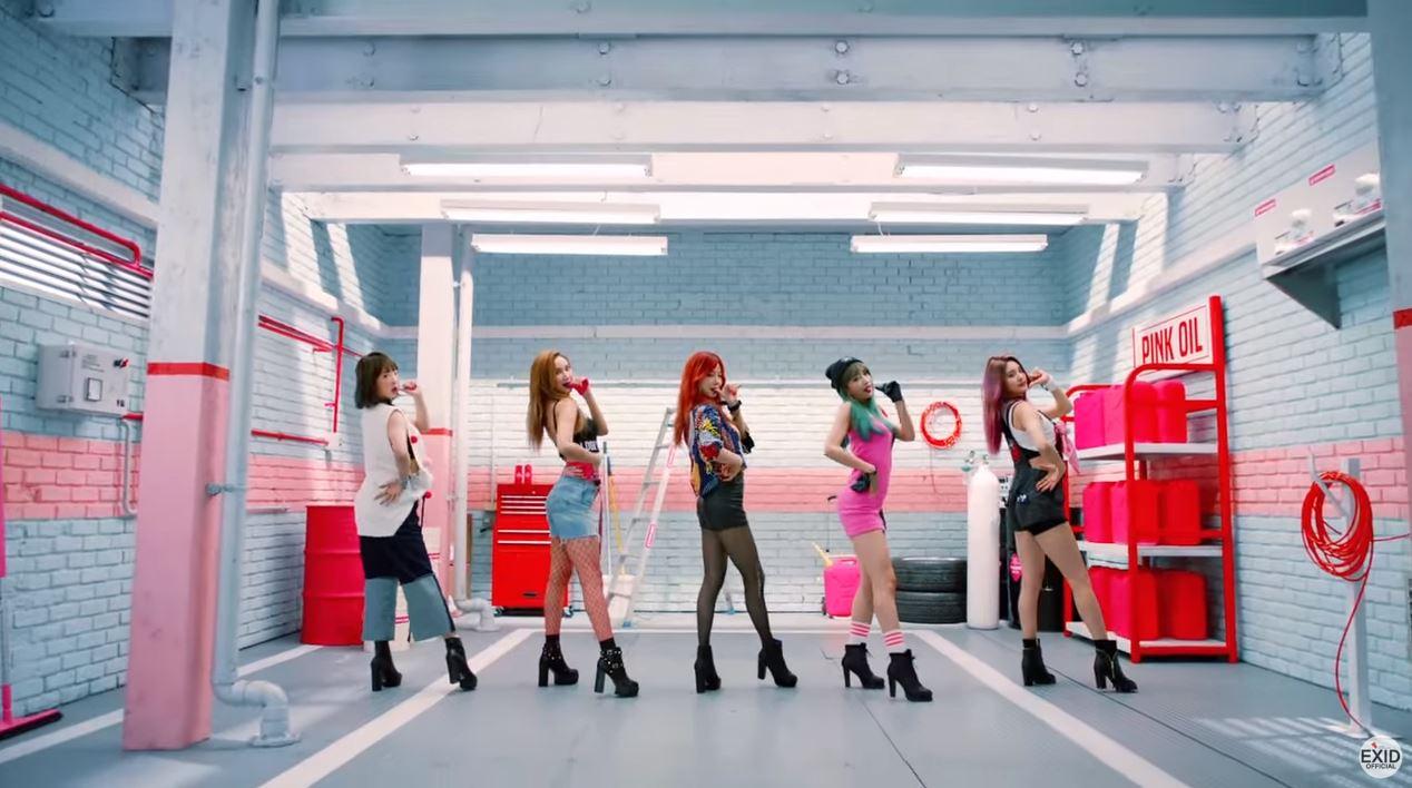 而且雖然韓國人氣女團不少 在EXID 之前  竟然只有5組女團達到這樣的成績  不僅如此,榜上還都是絕對的一線女團  究竟先前寫下這個紀錄的團體有誰? 能讓媒體對創下新紀錄的EXID這麼重視?讓我們來揭開謎底吧!