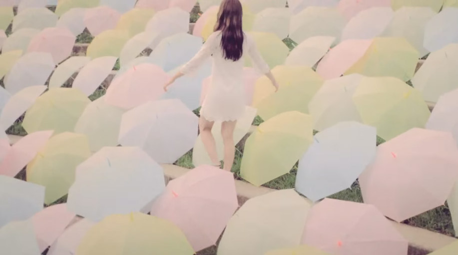 5.Lim Kim - Rain 小編覺得這MV的色調真的蠻有感覺的~也是韓國網友大推的歌曲呦!