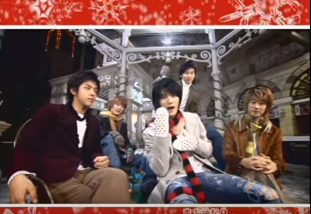 #SM娛樂 09年由東方神起和SJ 合作推出的這首「ShowMeYourLove」 前年則由師弟EXO帶來「Christmas day」 雖然都不是家族聖誕頌 卻絕對能讓歌迷心滿意足