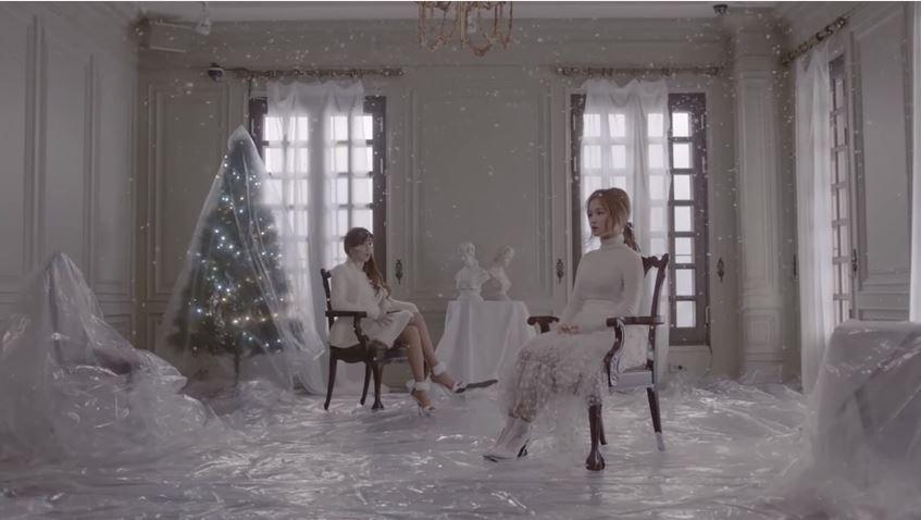 #YG:朴春、李遐怡 當初聽到春要和李遐怡合作時 讓不少歌迷期待的計劃 歌曲還選在聖誕節前5天公開 到Teaser都還充滿雪白聖誕感的歌曲 竟然在MV推出後大變調(?) 走一個獵奇聖誕風