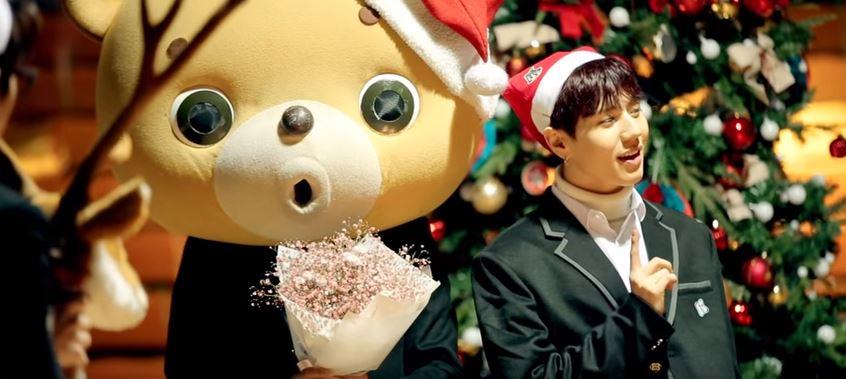之後時隔4年 沒有再推出聖誕歌曲 今年派出GOT7代表 雖然不是特別為聖誕而生 但扮成可愛聖誕邱比特和麋鹿的的成員 依舊讓這首歌充滿了節慶氛圍
