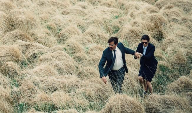 《單身動物園》The Lobster 最後要推薦小編今年最喜歡的電影,故事描述未來反烏托邦社會中,單身有罪,一群單身男女被關進城中酒店,必須在45天內找到一個匹配的伴侶,失敗者將變成一種動物被流放到森林裡。這部獲得坎城影展評審團大獎的電影對於單身社會與愛情諷刺與詼諧感十足,在國外搶先把電影看完之後,餘韻超長~台灣明年才會上映,超超推~ :D