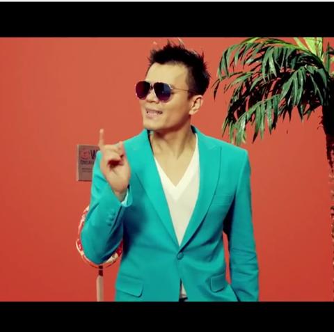 TOP 7. JYP - Who's your mama?  JYP果然是很國際化的藝人!不僅這張專輯韓國本地反應好,連全世界的估狗都在搜他啊~