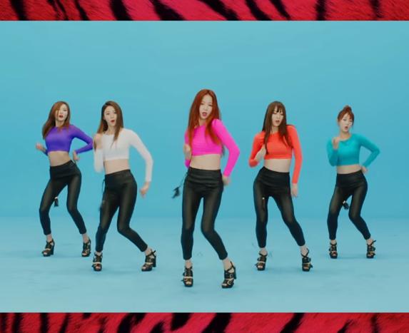 TOP 1. EXID - UP & DOWN  因為EXID這首歌爆紅是去年底,而這個熱潮也繼續延續到今年,這麼紅的程度難怪連接續的《Ah Yeah》都擠上了第10名!