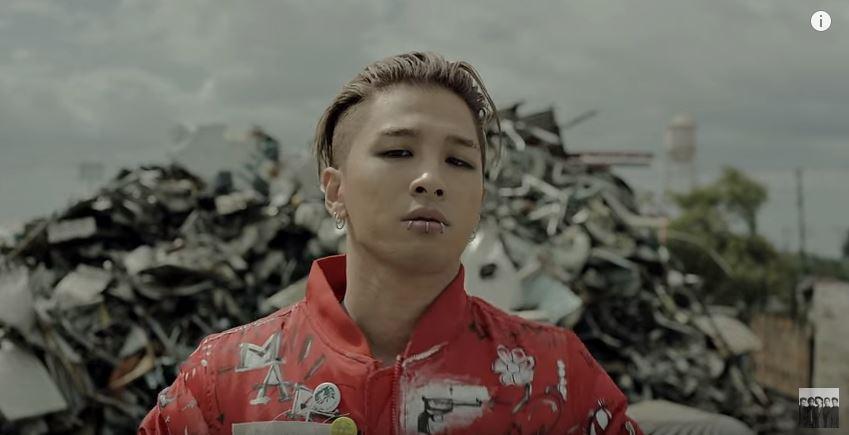 BIGBANG今年靠著《LOSER》和《Bang Bang Bang》超高下載量的兩首歌,奪下今年的音源下載冠軍