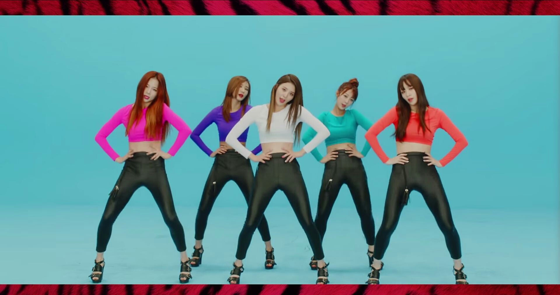 #2.EXID_UP&DOWN 帶著EXID一路從音源百名以外衝向音樂節目第一的UP&DOWN 絕對是今年必聽的「神曲」之一,後續曲《Ah Yeah》和新專輯《HOT PINK》 三首曲子都獲得音樂節目的第一名,更是寫下繼2NE1和少女時代後的新紀錄