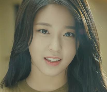 最近在韓國強力播放的廣告,尤其雪炫對著鏡頭告白:「要一起去吃炸雞嗎?」連女生看著都好心動喔~~~>//<