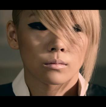 3. CL CL是QUEEN欸~你怎麼可以惹她不開勳~如果你敢劈腿的話,小心她會跟你同歸於盡(像是賽車一起撞死~好可怕啊)