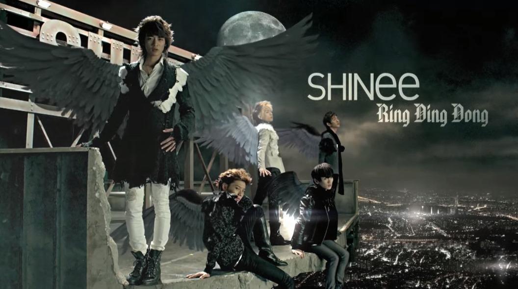 2009.10 ♪SHINee - RingDingDong 雖然出道曲《Replay》也非常經典,但在2009年推出的RDD真的讓粉絲數暴增不少啊!