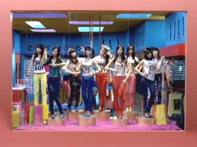 2009.1 ♪少女時代 - Gee Gee真的是少女時代的經典作品之一,「狗腿舞」更是當年盛行的編舞之一,這張迷你專輯在那時還賣出了10萬張的銷量~