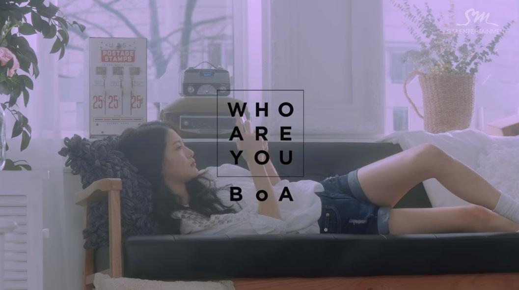 *BoA 好久不見的韓樂界女神BoA,也在今年5月推出正規專輯《Kiss My Lips》,主打歌〈Who Are You〉由BoA作詞作曲,MV則由師弟EXO世勳演出,歌曲曲風非常清新動感,很有BoA的風格呦!