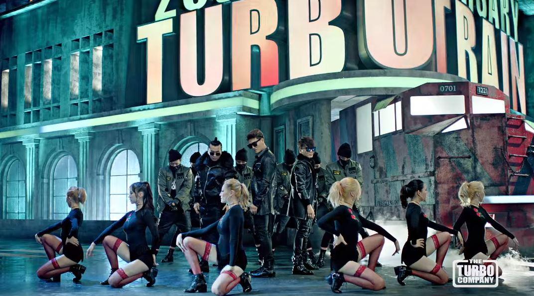 ★ No.5 :: TURBO 'AGAIN' feat. 劉在錫 ★  第五名是新進榜的歌曲,沒錯!就是由時隔多年才再次合體的 TURBO 奪下,這首「AGAIN」不僅曲風很洗腦,還請劉大神一起合作,重點是 MV 還有光洙和車太鉉喔!