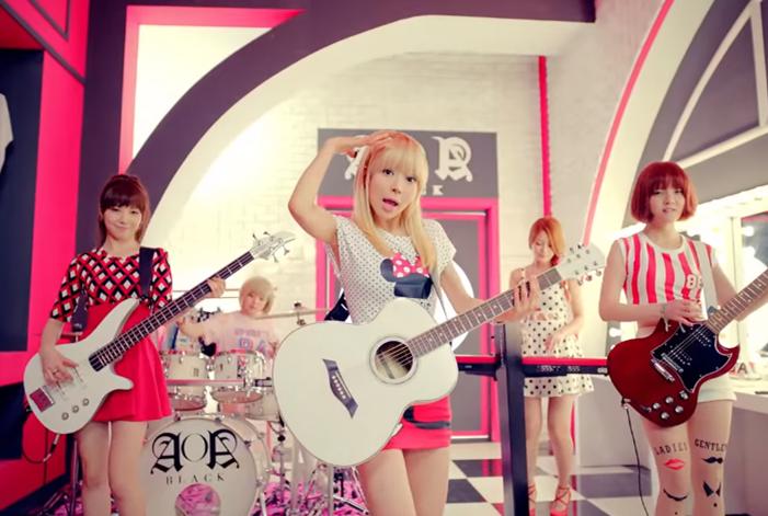 AOA在現在這種性感風格成名之前,其實2013年曾經推出子團AOA Black,主打女樂團(畢竟公司FNC娛樂都是推樂團),在現在充滿相同風格的女團之中,若是能展現不同的才華,不是會很有趣嗎?
