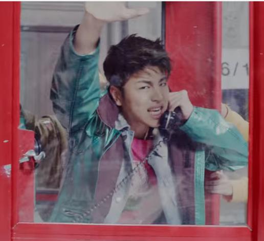 TOP 5. iKON - WHAT'S WRONG? iKON的下半張專輯其中之一的主打歌,本來就很肯砸錢拍MV的YG娛樂這次動員超多人,來完成那種男女戀愛中拉鋸的場景。