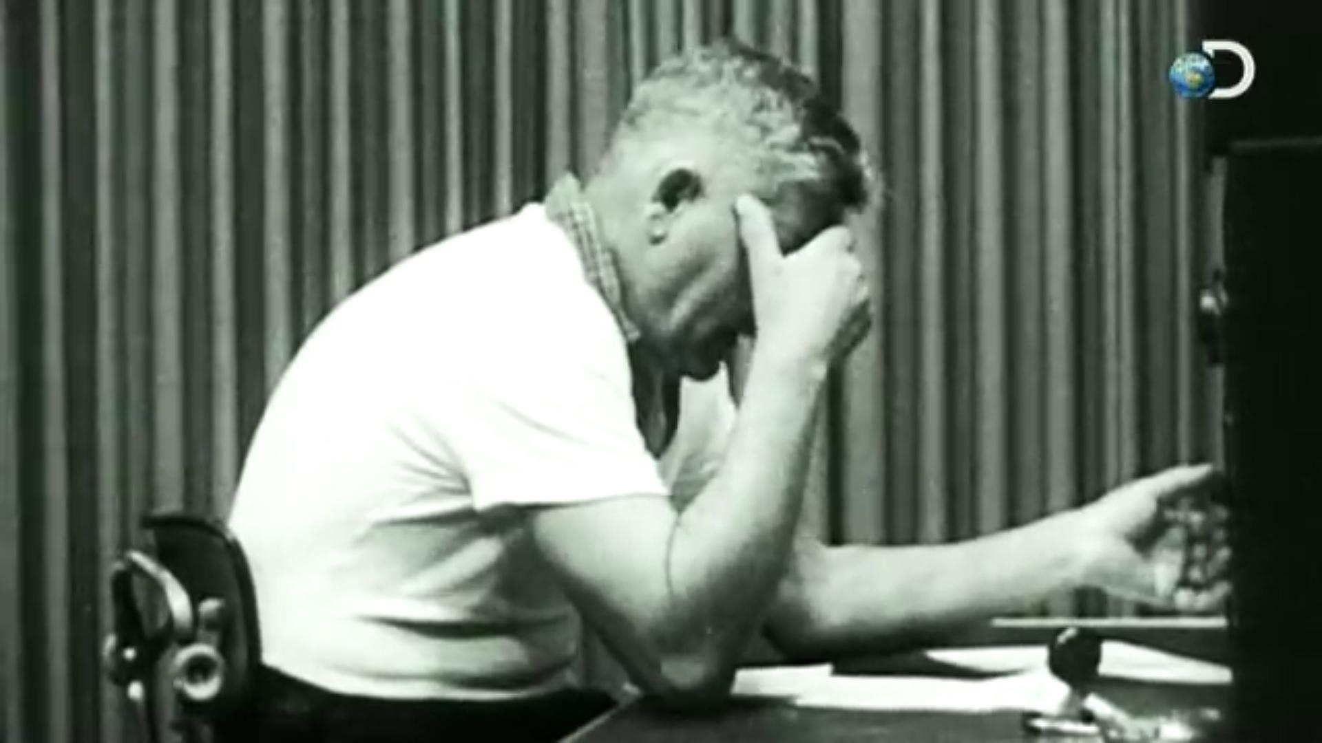 Curiosity: How Evil Are You?   The Milgram Experiment Discovery有重新製作實驗的片段,可以從這三分鐘體驗按下開關的手有多沉重。