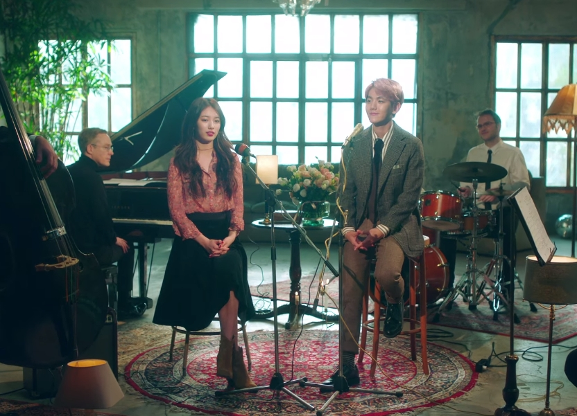 ★ No.1 :: Suzy、BAEKHYUN 'Dream' ★  這禮拜的第一名就是...沒錯!就是由 SUZY 和伯賢一起演唱的「Dream」,除了是第三週的冠軍歌曲外,這首歌從發行的那天(7日)一直到現在都維持「日冠軍」的好成績,只能說大勢和大勢的合作,果然非常厲害!  * 無法播放時,請直接按出處