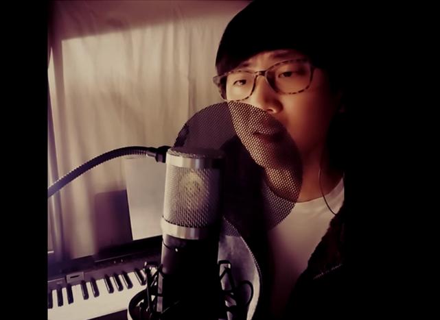 不僅如此,小編介紹過的韓國超美聲翻唱素人大豪最新力作也是愛黛兒的《Hello》,不覺得有點像林俊傑的聲音嗎?