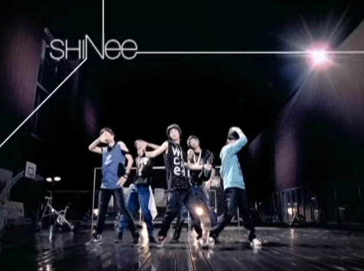 ♪SHINee〈Replay〉