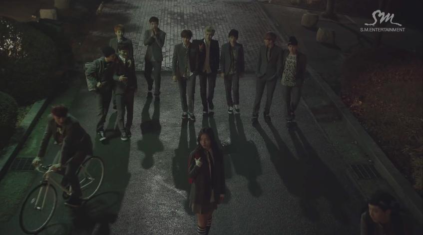 在車上不想睡覺又不想發呆,這時候就需要 EXO 這種花美男雲集的微電影 MV