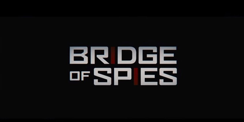 *《間諜橋Bridge of Spies》預告片 冷戰時期,美國飛官墜機後被蘇聯綁為人質,美國律師透過談判,被要求交換放出蘇聯間諜的美國間諜片