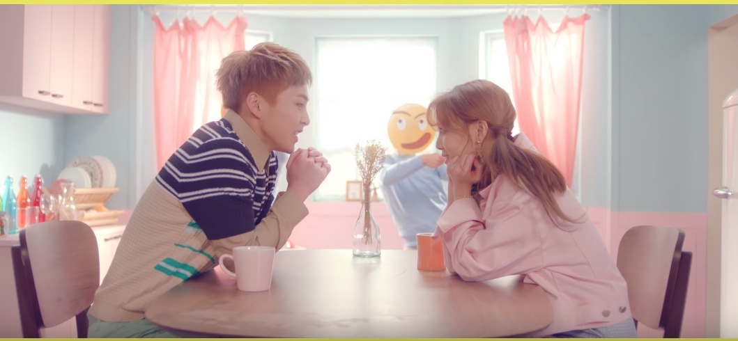 ♥ XIUMIN X 智珉 :: CALL YOU BAE  前幾天才公開音源的《CALL YOU BAE》,兩個人在 MV 中可愛的互動,也讓這首歌除了音源成績高外,連 MV 的點擊率也非常好。  * 無法播放時,請直接按出處