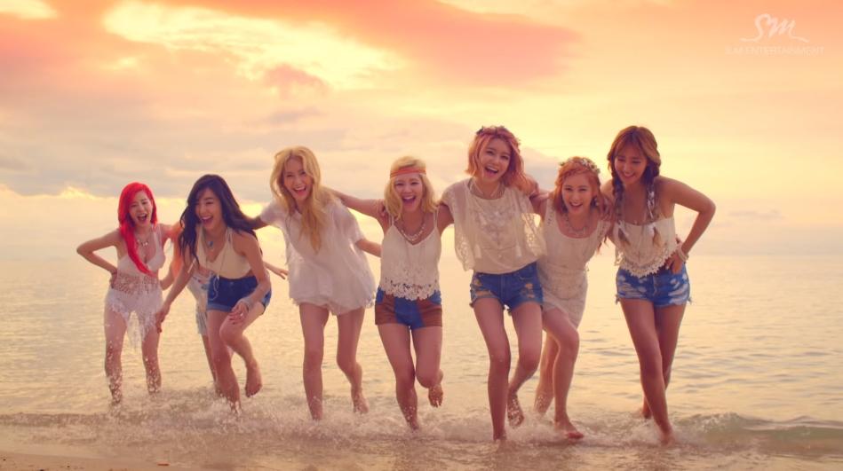 ♥第9名〈Party〉 充滿夏天風情的歌曲,MV中的比基尼也是個亮點!給了粉絲們很大的驚喜(笑)