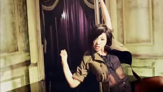 2NE1自從發行專輯《Crush》後因成員捲入的風波,已1年多未發片。上次全員合體也是在MAMA之後,但因韓國國內輿論壓力導致回歸未有訂下日期。