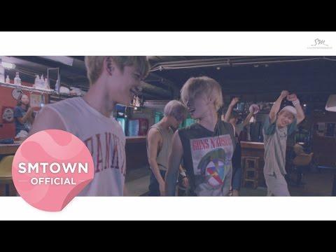 SHINee去年推出的主打歌《VIEW》是由成員鐘鉉所寫,更是EDM曲風大成功的最好例子!