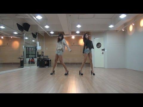 團體時候看不出來的舞技,到Sistar子分隊Sistar19就比較可以專心看啦!圍繞在桌子的舞步真的是需要很強肌力欸~