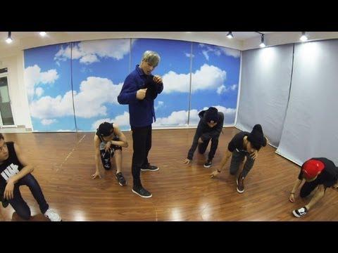 4位 EXO_Growl_Dance Only (Korean Ver.)  點擊數 21,990,773 紅遍大街小巷的名曲~~~!!!舞蹈採用One Take(一鏡到底)的手法~完全視覺享受!!!
