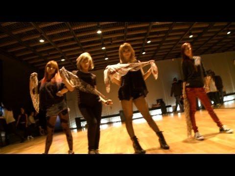 10位 2NE1 - 'I LOVE YOU' Dance Practice Video  點擊數 11,388,235
