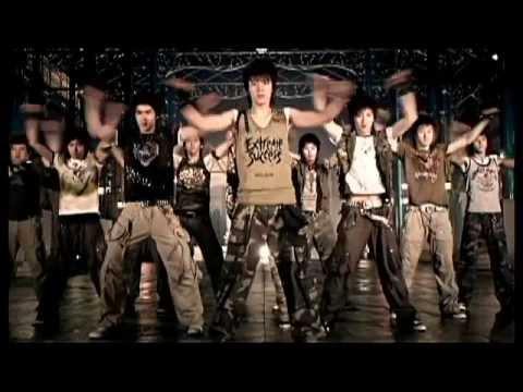 SUPER JUNIOR - SORRY, SORRY 不管你是不是喜歡韓國團體的粉絲 只要走在路上不分男女老幼絕對聽過這首歌 尤其是成員一字排開,隨便一個一定有你的理想型! 期待退伍之後王者歸來啊~~~~
