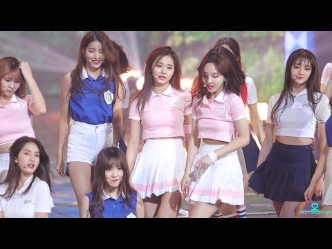 不少韓國網友都說看來有些相像的兩人,卻又有不同美感,讓她們都被喻為韓國演藝圈「外國Line」的新女神,希望以後這樣美麗的同框鏡頭可以隨著Pristin出道而有更多機會再出現啊!