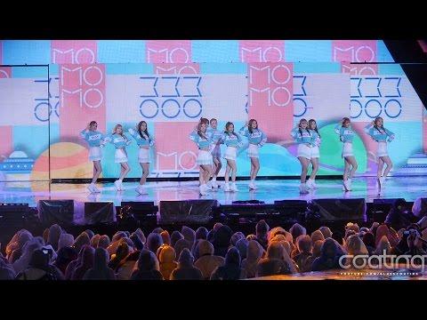 宇宙少女也是在《ShowChampion 》室外舞台表演時,4分鐘的表演時間,竟然有9位成員滑倒啊ㅠㅠ 而跌倒的幾位成員,也都快速爬起完成舞台,真的是超級敬業的!!