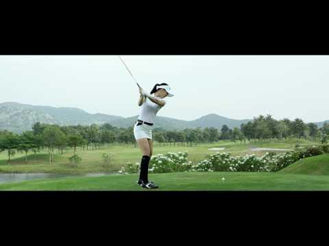 身為職業高球選手的她,先前一系列為運動品牌拍攝的廣告更是因為美貌和身材受到注目。